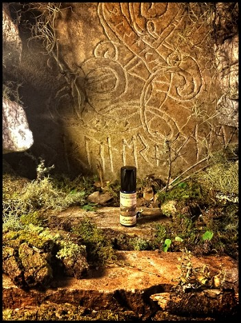 RUNESTONE PERFUME 5 ml - Natural Earthy Forest Blend With Aged Patchouli, Vetiver, Oakmoss, Cedar, Violet Leaf, Dirt, Leaves, Cypress, Spruce in Organic Cane Sugar Alcohol